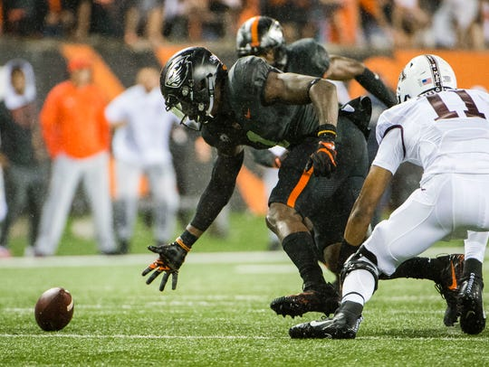 Oregon State Beavers linebacker Bright Ugwoegbu (1)