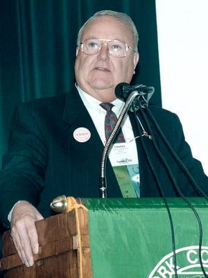 Mayor Charlie Robertson speaks at a York College event in March 2000.