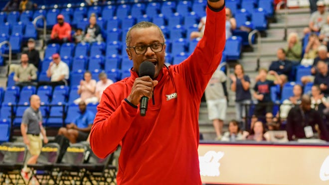 Florida Atlantic football coach Willie Taggart addresses the crowd at an FAU men's basketball game on Thursday, Jan. 16, 2020.