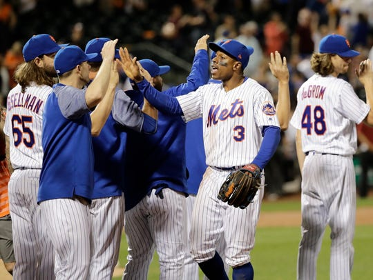 Mets' Curtis Granderson (3) celebrates with teammates