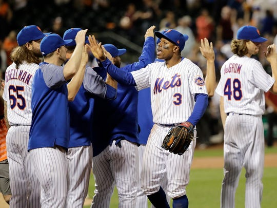 Mets' Curtis Granderson (3) celebrates with teammates