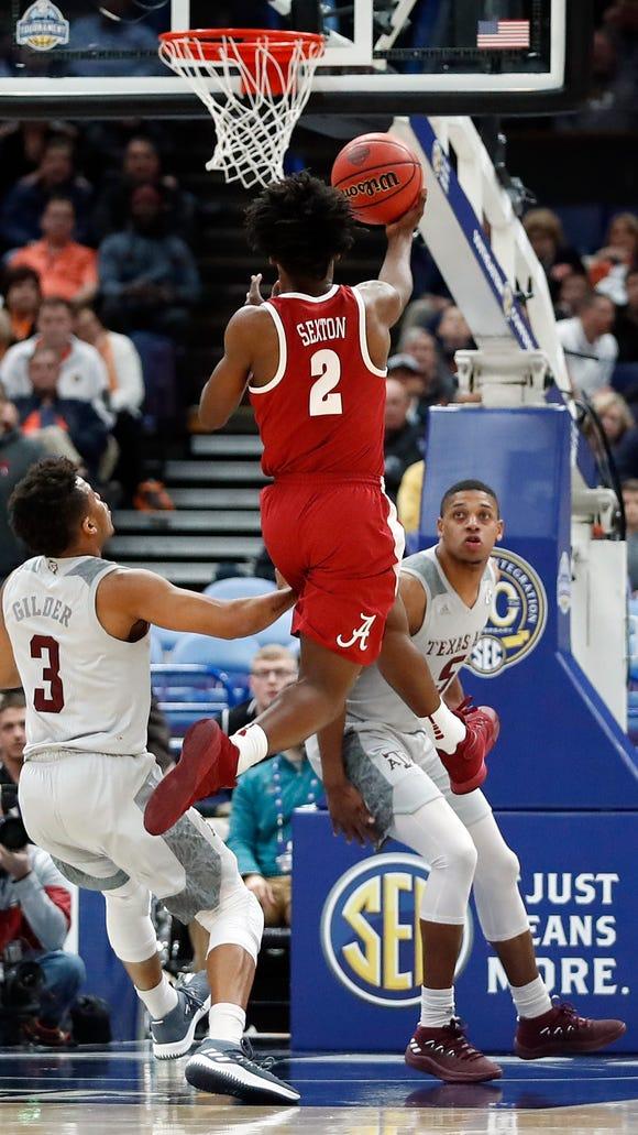 Alabama's Collin Sexton (2) makes a basket at the buzzer