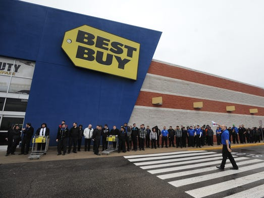 Simulating customers, Best Buy employees line up in