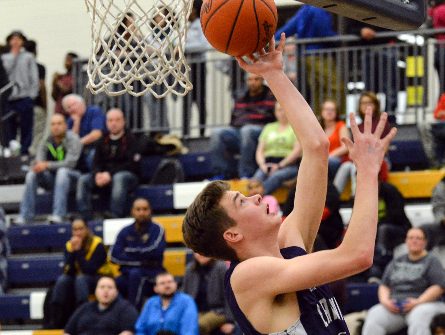 Lakeview's Cooper Grosteffon goes for a lay-up Thursday night.