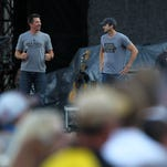 Ashton Kutcher, Thomas Rhett sang 'Friends in Low Places' on Kinnick's stage