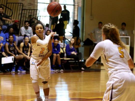 Midwestern State's Jasmine Richardson passes to Kristin