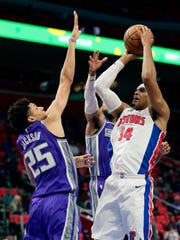 Pistons forward Tobias Harris shoots against Kings forward Justin Jackson (25) and guard Garrett Temple in the first half.