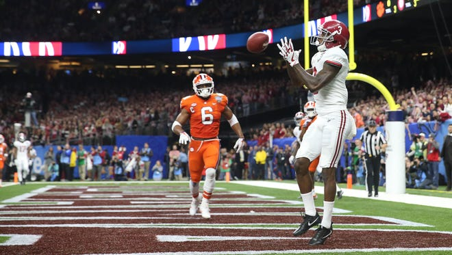 Alabama Crimson Tide wide receiver Calvin Ridley (3) catches a touchdown pass in the end zone during the first quarter against the Clemson Tigers.