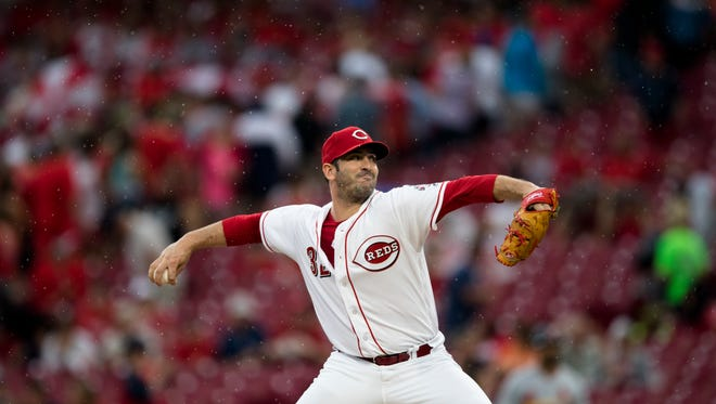 Cincinnati Reds starting pitcher Matt Harvey (32) throws a pitch in the second inning of the Major League baseball game between Cincinnati Reds and St. Louis Cardinals at Great American Ball Park in Cincinnati on Friday, June 8, 2018.