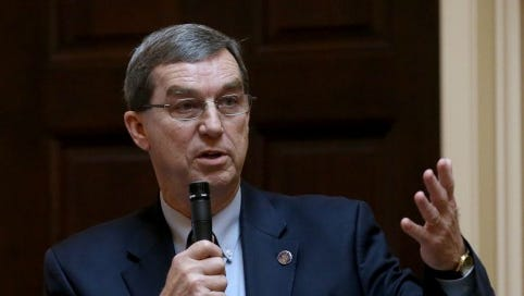 Sen. Phillip P. Puckett, D-Russell, will resign his seat on Monday, say people familiar with his plans.