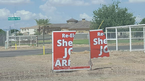 Joe Arpaio's campaign has given up replacing signs