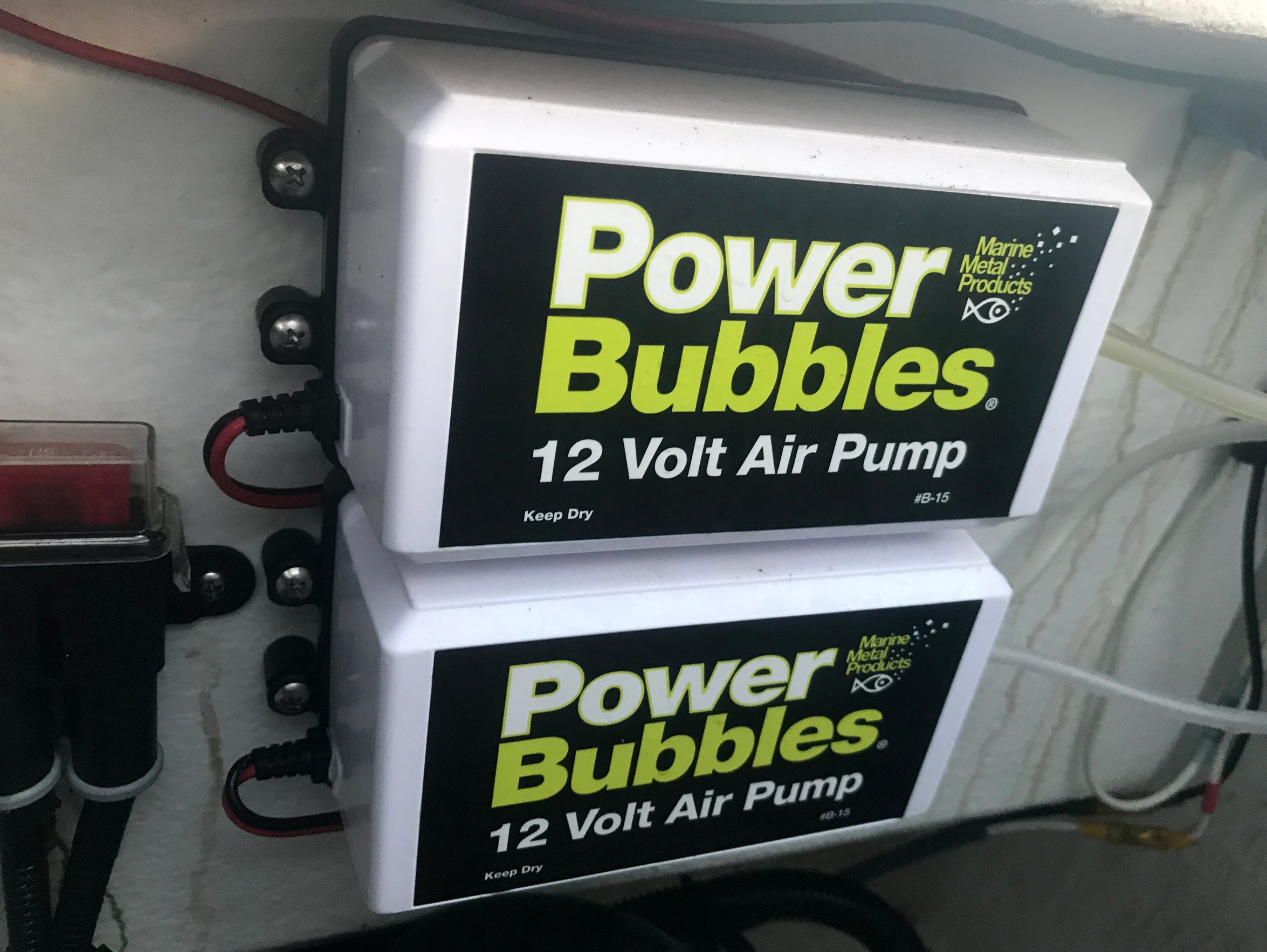 Some fishing guides mount a pair of Power Bubbles to