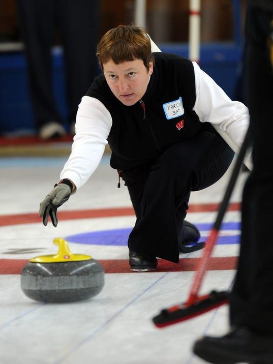 -WDH community curling.jpg_20101030.jpg