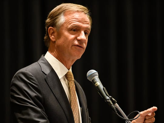 Gov. Bill Haslam speaks to the Tennessee Engineers'