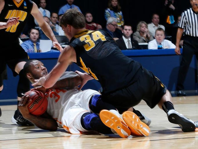 Tennessee forward Jeronne Maymon (34) battles for the ball with Iowa center Adam Woodbury (34) in the first half.