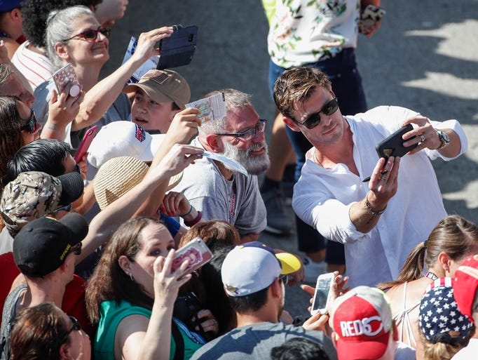 Australian actor Chris Hemsworth takes a selfie with