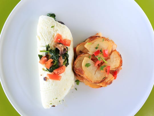 Noosh Skinny Omelet with Egg White, Spinach, Tomato