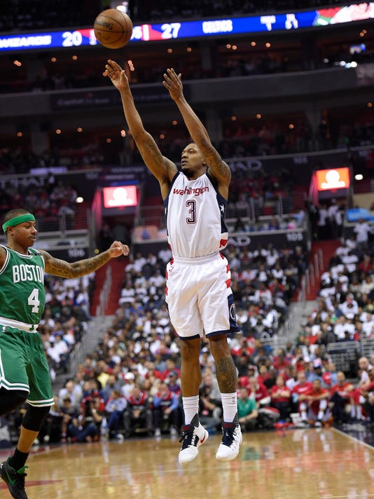 Washington Wizards guard Bradley Beal (3) shoots giants Boston Celtics guard Isaiah Thomas (4) during the first half in Game 4 of a second-round NBA basketball playoff series, Sunday, May 7, 2017, in Washington. (AP Photo/Nick Wass)