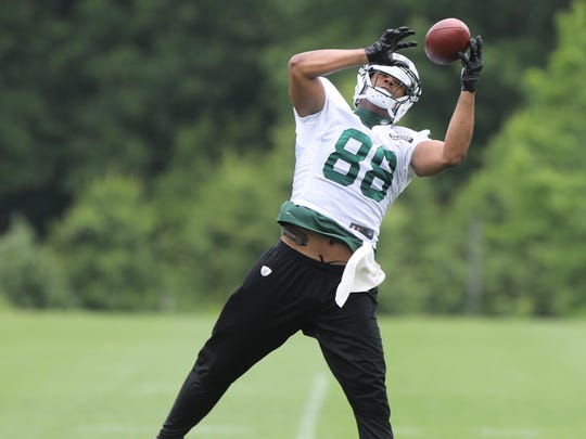Austin Seferian-Jenkins makes this catch while working out with his fellow tight ends.