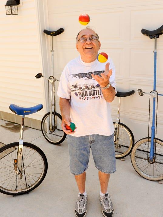 MAN n Clown Retires Juggles 1.jpg