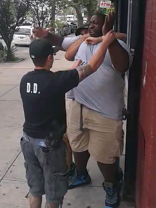 Staten Island Man Dies after cops chokehold him