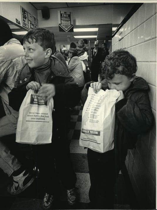 1987 Press Photo Sean Harper & Brett with George Webb restaurant burgers