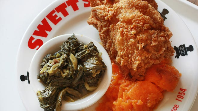 As a gift for their service, Swett's Nashville International Airport location is offering free dinners to U.S. military service members over the Christmas holiday.