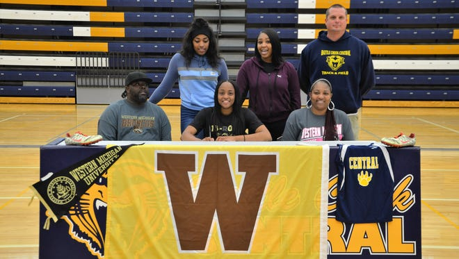 Battle Creek Central senior Ayrianna Smith (center) signs her National Letter of Intent on Wednesday to run track at Western Michigan University.