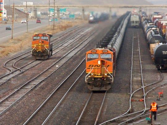 -oil trains.jpg_20131219.jpg