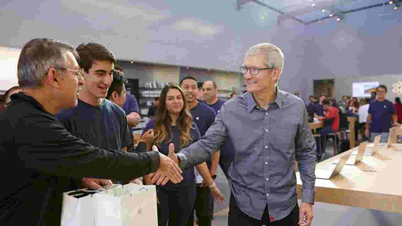 How Tim Cook And The Iphone Made Apple Americas First 1 Trillion