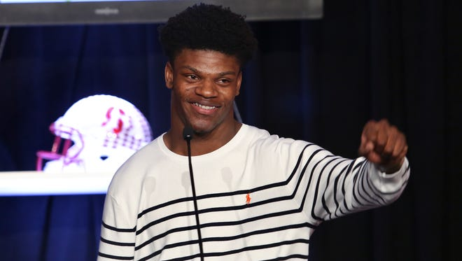 U of L QB Lamar Jackson acknowledged the crowd after he received the Howard Schnellenberger MVP Award during an awards banquet at the Galt House.