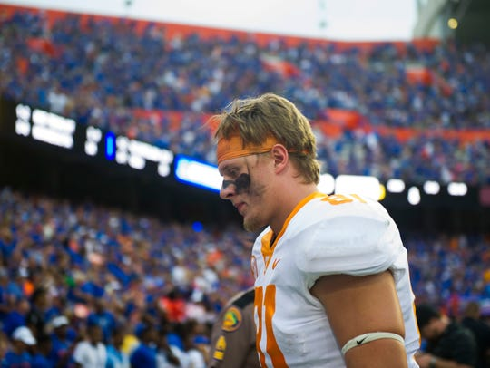 Tennessee tight end Austin Pope (81) walks off the