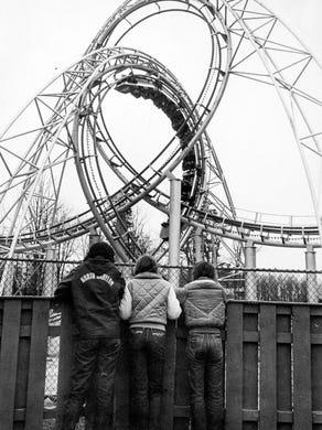 1983 Onlookers to the Lightnin' Loops ride.