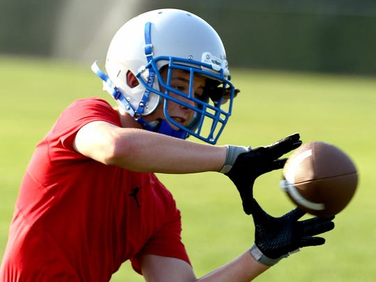 Blanchet Catholic's Nate Cantonwine looks in a catch