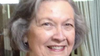 Rockford Park District Commissioner Julie Elliott is resigning from the board effective Tuesday.