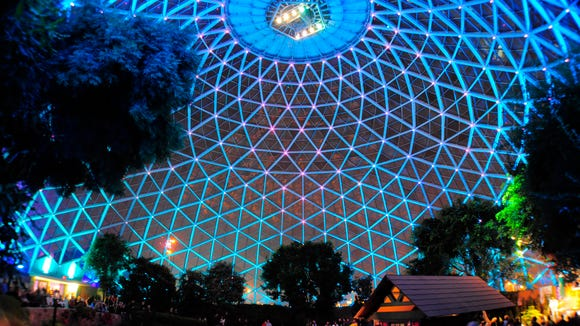 The MIlwaukee Domes will have light shows set to music on Thursday nights from January through March.