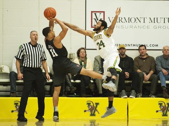 Harvard vs. Vermont Men's Basketball 01/02/16