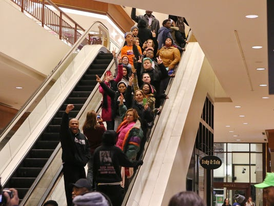 Grand jury protesters close St. Louis shopping mall