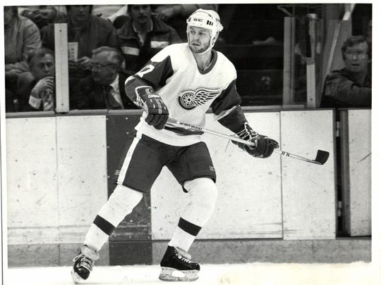 Gerard Gallant with the Detroit Red Wings.