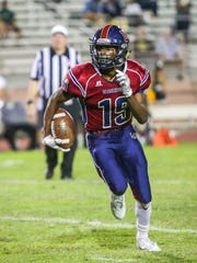 Derrick Kennedy runs to the left. The La Quinta varsity