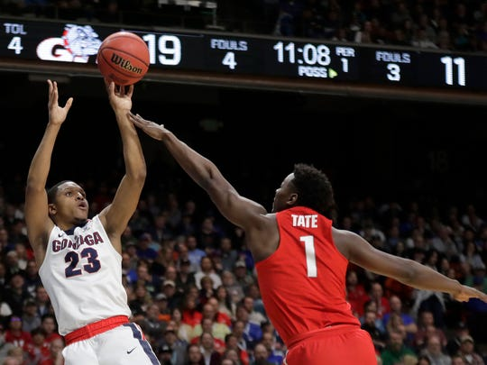 Gonzaga guard Zach Norvell Jr. shoots over  Ohio State