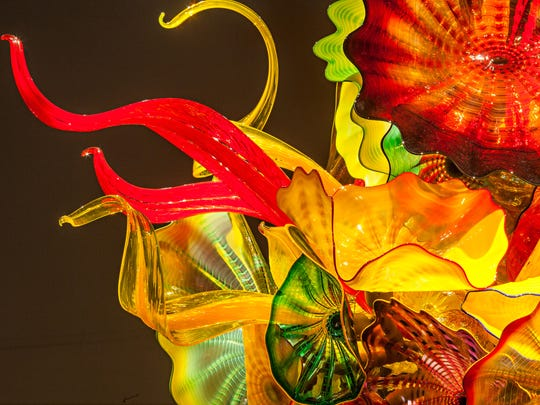 A detail from Dale Chihuly, Autumn Persian and Feather