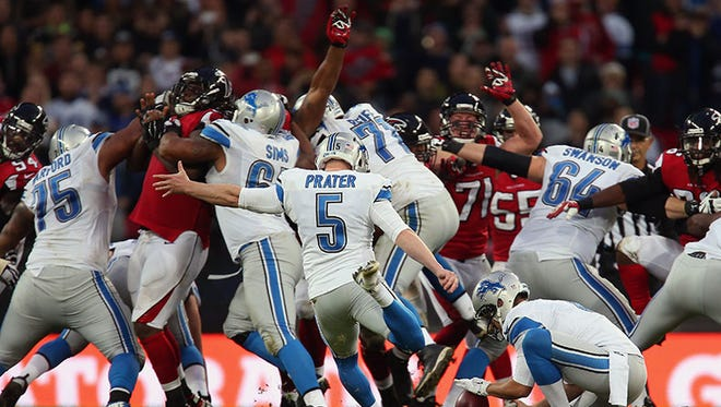Lions kicker Matt Prater missed this potential game-winning kick, but was able to redeem himself after a delay-of-game penalty.