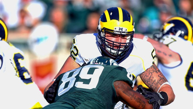 Michigan State Spartans defensive end Shilique Calhoun (89) rushes Michigan Wolverines offensive lineman Mason Cole.