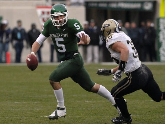 MSU's Drew Stanton takes off on a first down run as