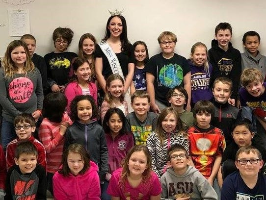 Miss Wisconsin Courtney Pelot visited students at Koenig