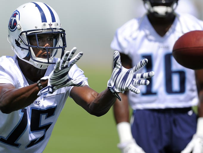 Titans wide receiver Justin Hunter makes a catch during