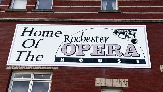 Waste Management donated $5,000 to Rochester Performance & Arts Center (RPAC) to support their new PODS program.