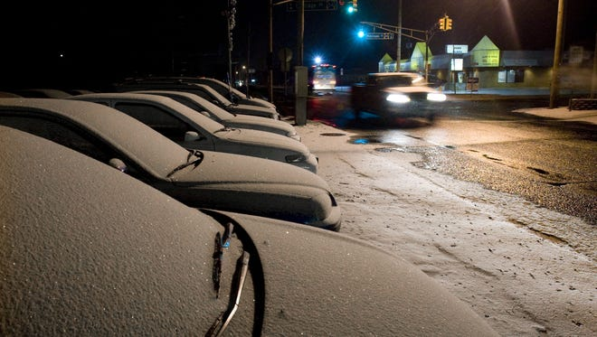 Early morning snow in Brick. Cars travel on Rt 88 in front of a used car lot filled with snow covered autos....Bob Bielk/Asbury Park Press-1/8/10-News-Brick-#00000
