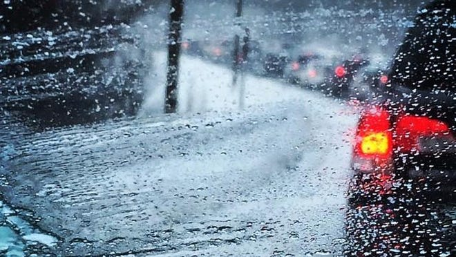 Elizabeth Balentine, LizaLou315 on Instagram, captured the weather through her windshield as she was stuck in traffic on the highway during her commute.